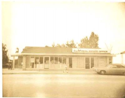 Rowlyn Stationers and Shea Real Estate, Ajax date unknown