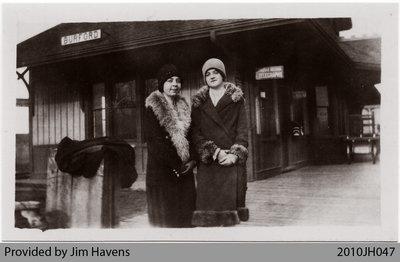 Passengers at Burford Station