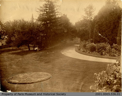 Photograph of Hamilton Place Grounds