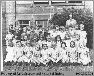 Paris, Ontario, Grade 2 Class 1942
