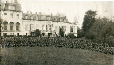 Group Photo Soldiers on lawn in front of large white hotel