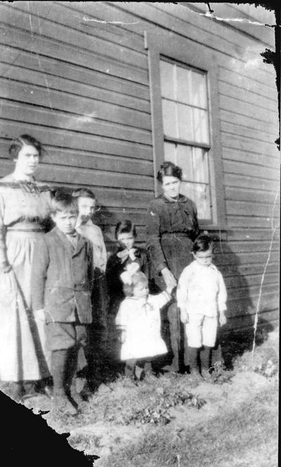Spencer Family, Bissett Creek c.1918