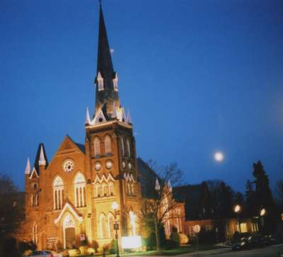 Knox Presbyterian Church, Oakville: illuminated at night.