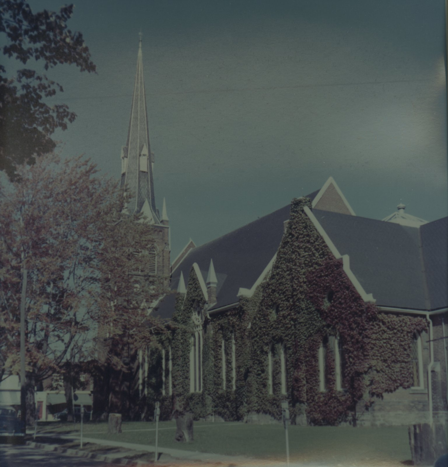 Knox Presbyterian Church, Oakville: exterior.