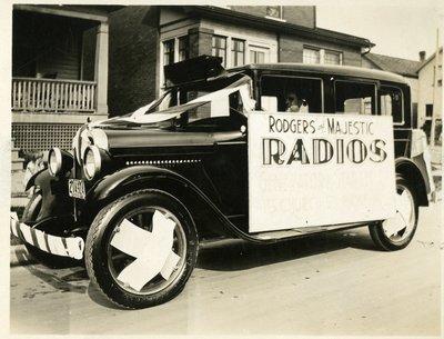 LH2859 Chapman's Auto Parade - Rogers Majestic Radios