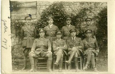 LH2810 Group portrait of Aubrey Morphy and fellow soldiers