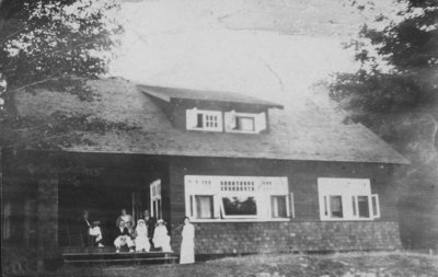 Nurses in front of main officer's bungalow at Fettercairn