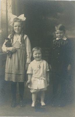 Eileen McFarlane and siblings