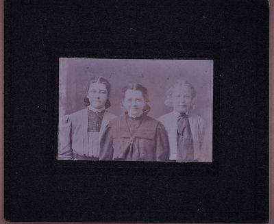 Edith Chown Pierce (the girl in the centre)c1903