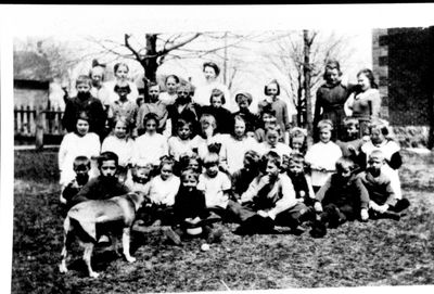 Class at the Red Brick School in Elgin c.1920