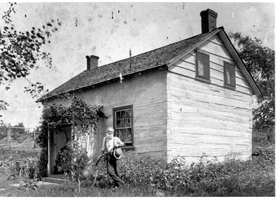 Jonathan Thomlinson at his square-timbered house in Rideau Ferry c.1915