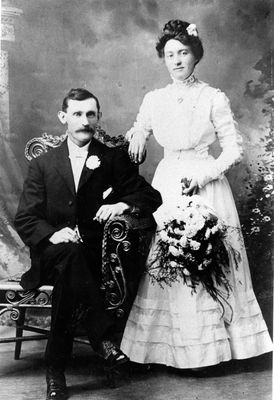 William James Looby and his wife Florence Covell Looby in 1909 after their marriage