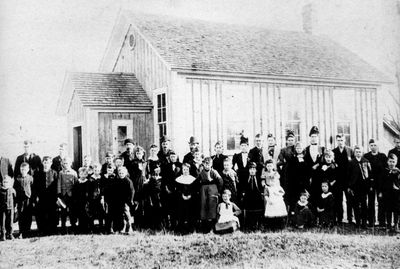 Otter Lake School SS#8 South Elmsley - Jen McVeety, class and parents c.1895