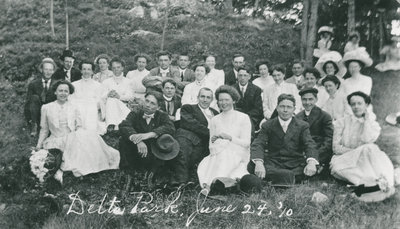 Elgin Methodist Church Group in Delta Park 1920
