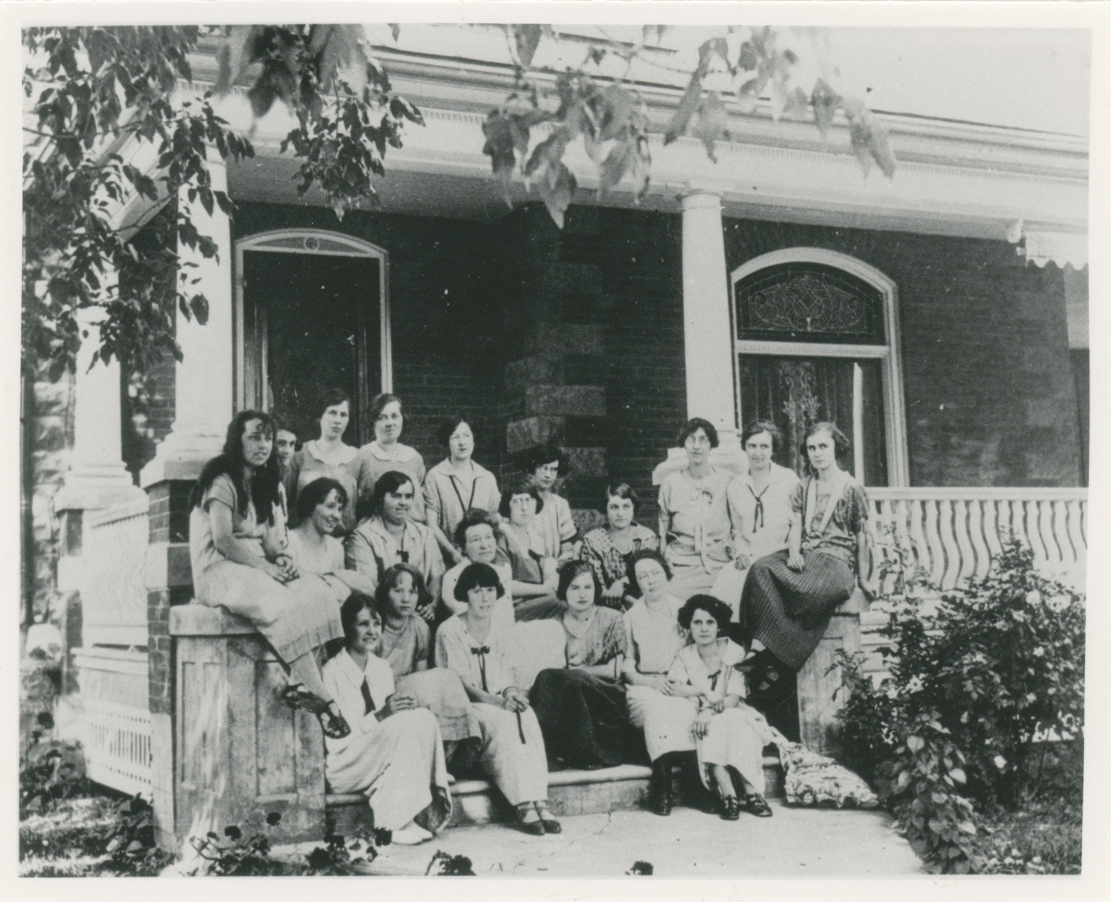 Mrs. Pierce and her Sunday School class in front of the Dan Davison House