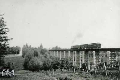 London railway viaduct with passenger train, 1901