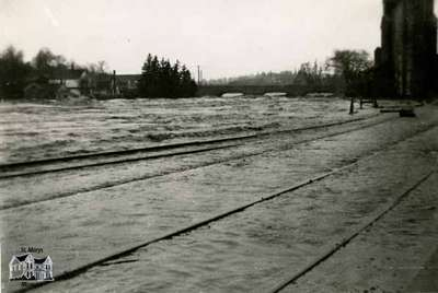 Flood, 1947 - View behind C.P.R. Station
