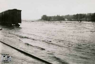 Flood, 1947 - looking south behind C.P.R. Station