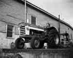 An IHC 560 tractor.