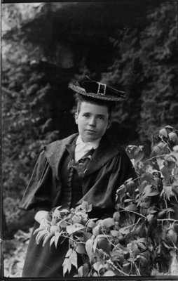 "Outdoor portrait of an unidentified young lady wearing a ""skimmer"" hat."
